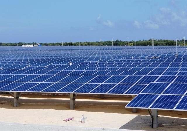 Thi công nhà máy điện mặt trời