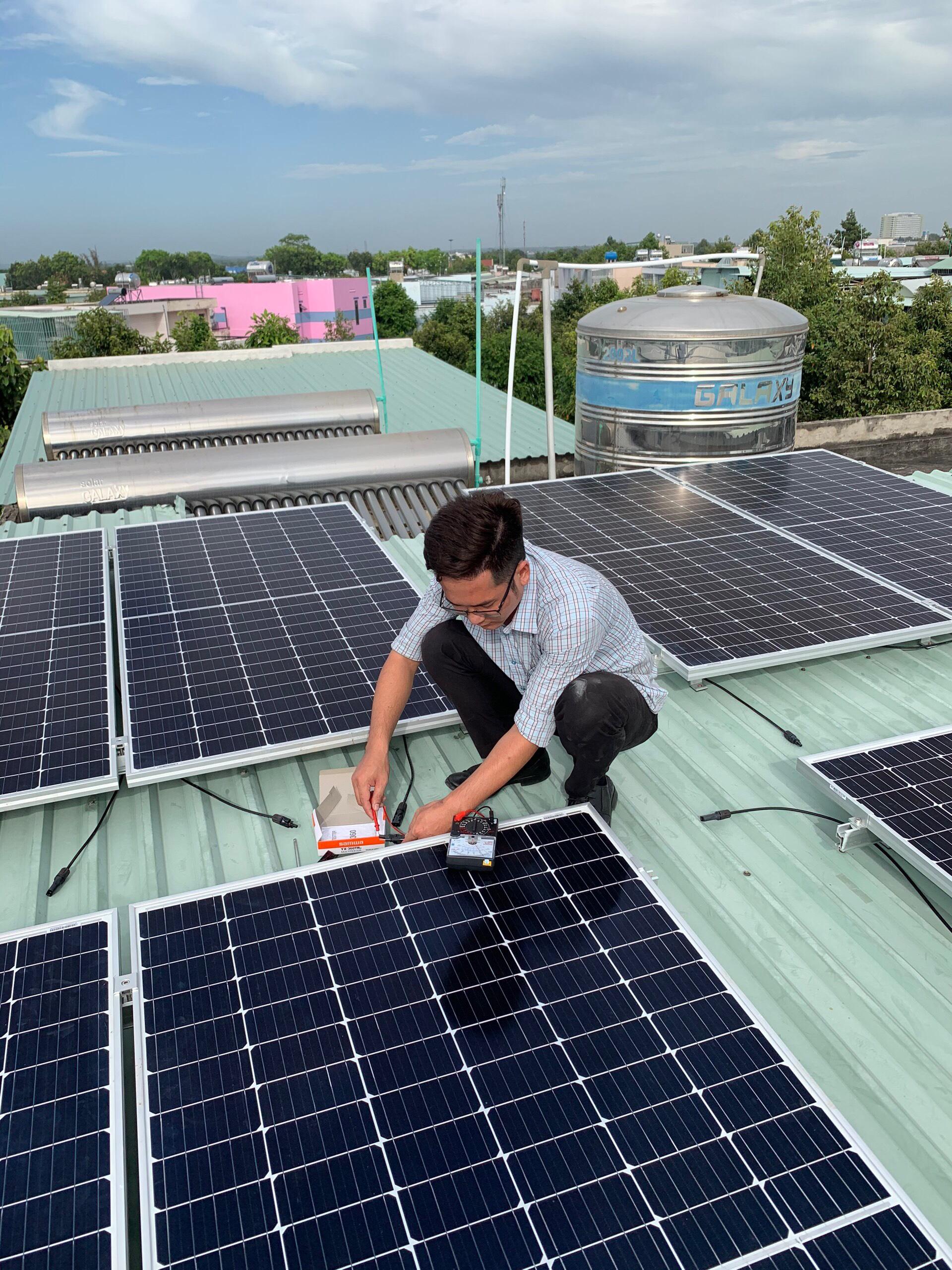Thi công lắp đặt điện mặt trời Bình Dương